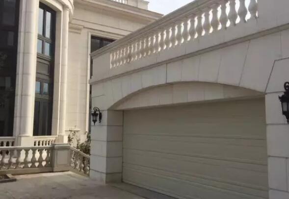 大连市金州区红星海小区定做安装马丁车库门